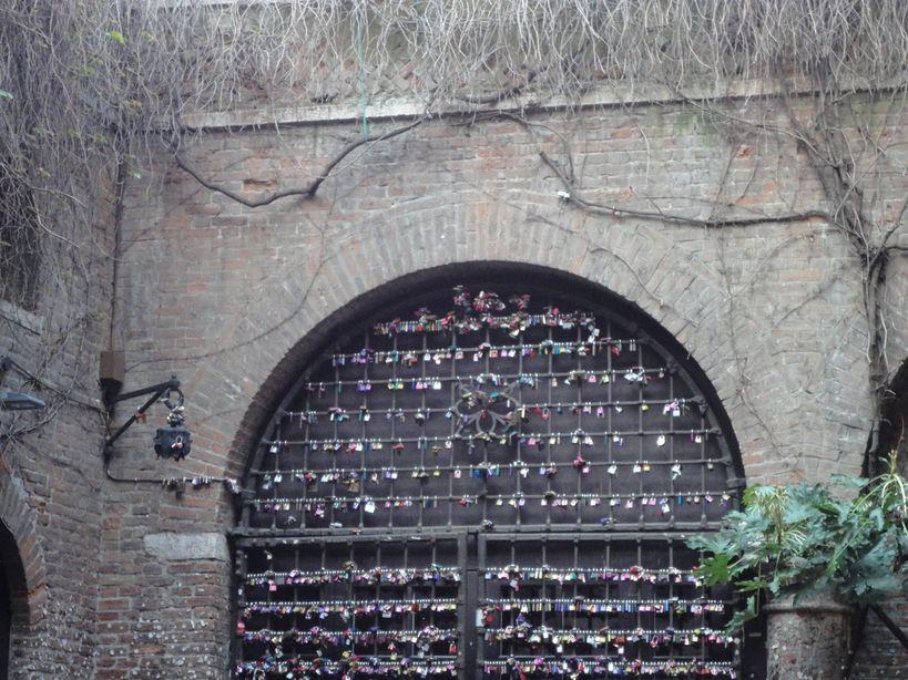 Love locks. Casa di Giulietta, Verona, Italy