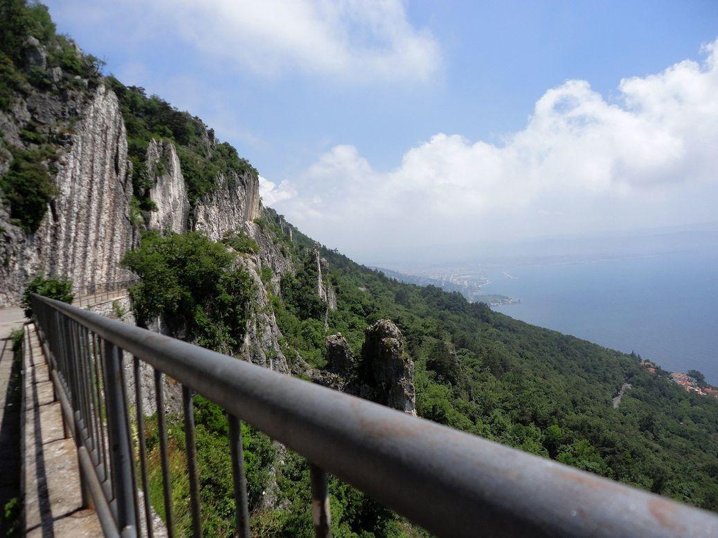 Cliffs. Strada Vicentina (Strada Napoleonica), Trieste, Italy