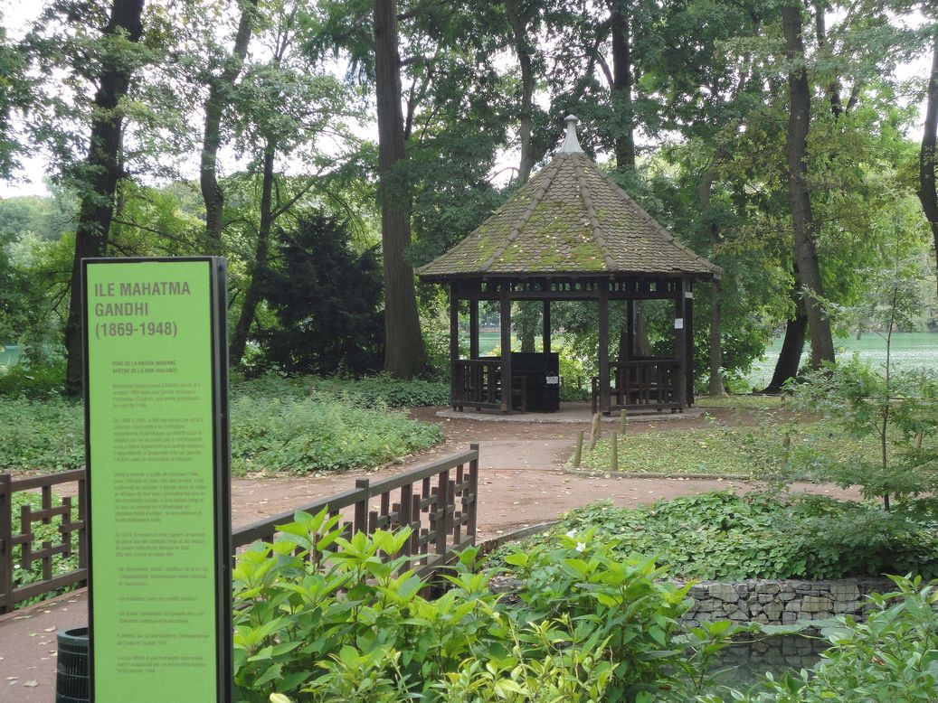 An Island of Tranquility. Ile Mahatma Gandhi, Parc de la Tête d'Or, Lyon, France