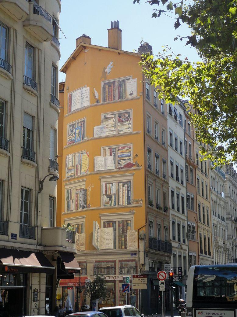La Fresque de la Bibliothèque de la cité. Lyon, France