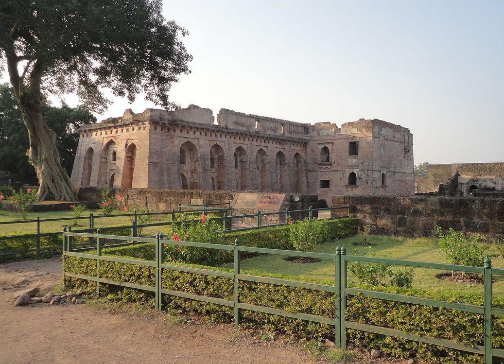 Hindola Mahal. Mandu (Mandav), Madhya Pradesh, India