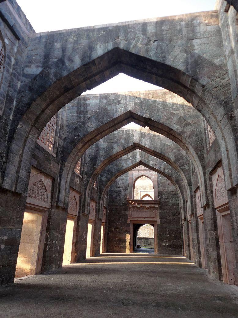 Arches at the Hindola Mahal. Mandu (Mandav), Madhya Pradesh, India