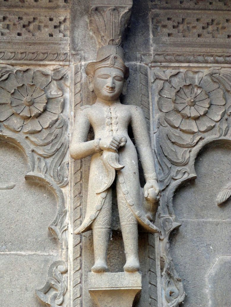 Look who's here! Maheshwar Temple Complex, Madhya Pradesh, India