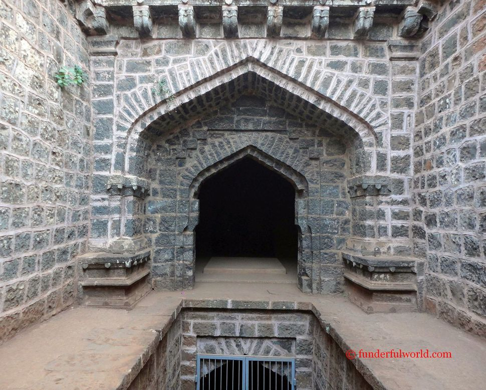 What Lies Hidden? Andhar Bavadi, Panhala, Mahrashtra.