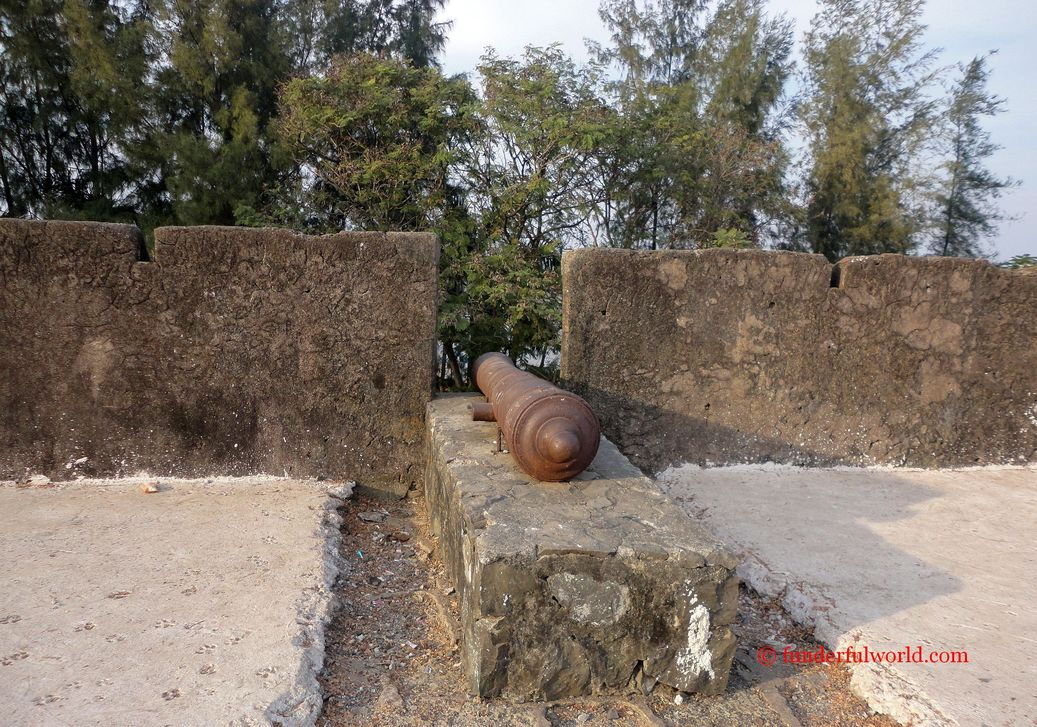 Cannon at Moti Daman fort. Daman, India.